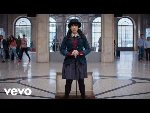 Youtube: Indila – Parle à ta tête (Clip Officiel)