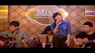 """Áo Xanh"" Acoustic by Cheng at Mixx Cafe"