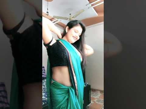 Indian Bhabi Show Navel To Musically For Love