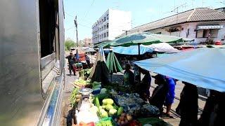 【タイ】 タイ国鉄 メークローン線 マハーチャイ駅発車の車窓 Maeklong Railway Maha Chai Station สถานีรถไฟมหาชัย (2017.3)