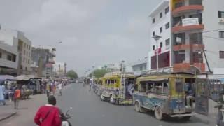 Le car rapide sénégalais 7/7 - montez à bord d'un car rapide sénégalais qui traverse Dakar