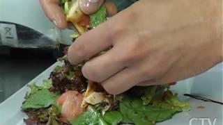 Салат из овощей из курицы и креветок готовим в программе «Большой завтрак»