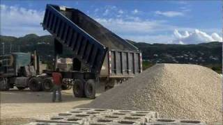 K100 Kenworth Tiptrail Tipping Out Aggregates