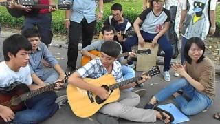 [Du Ca] Cơn Mưa Ngang Qua -Hội Yêu Guitar Acoustic(2/6/2013)
