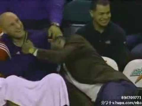 funny!Lebron James laughed because of Donyel Marshall