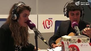 Alfred y Amaia cantan