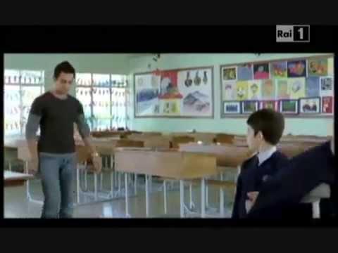 Maestro spiega dislessia in classe ad alunni . Stelle sulla terra