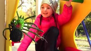 Vania Mania play with Itsy Bitsy Spider