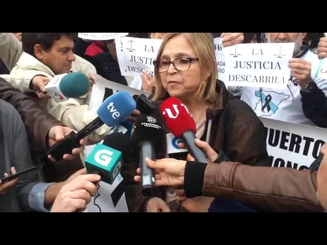 """Víctimas del Alvia: """"Duele que un fiscal y un juez estén actuando como abogados de Adif y Renfe"""""""