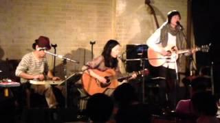 2013年の初めごろに横浜のThumbs Upで行われたHobo Connectionの一幕です。