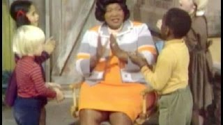 Sesame Street - Mahalia Jackson - He's Got the Whole World in His Hands (1969)