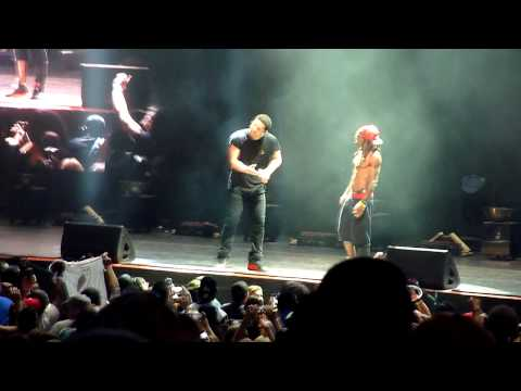 Drake - Trophies/ Started From The Bottom LIVE!!