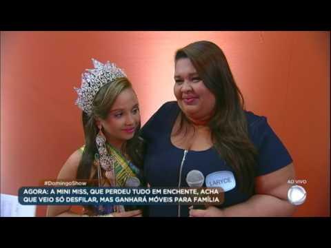 Domingo Show surpreende Mini Miss e sua família com surpresas no palco