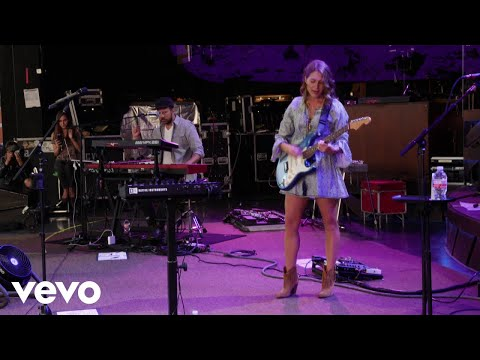 Caroline Jones - Bare Feet (Tour Video)