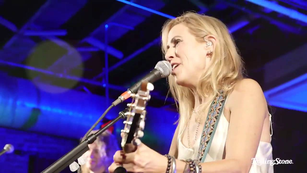 sheryl-crow-picture-if-it-makes-you-happy-rolling-stone-country-party-sheryl-tones