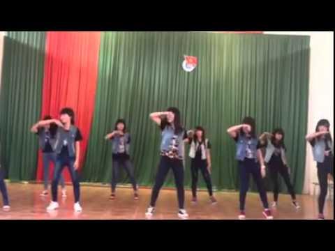 Học sinh 12A4 nhảy hiện đại