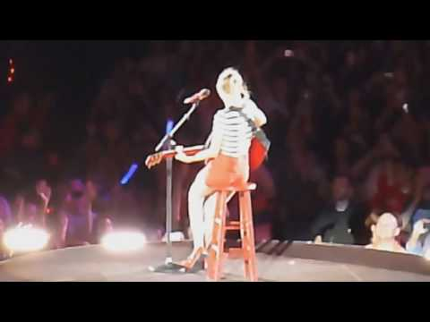 Taylor Swift: Red Tour DVD  - Fearless Live In Chicago