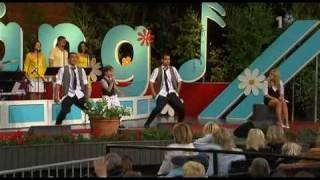 Pernilla & Benjamin Wahlgren - Skyll Det På Min Mamma (Live