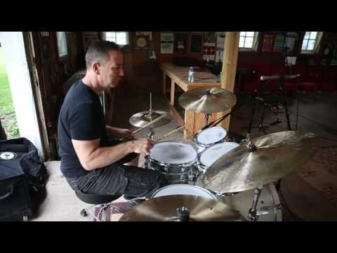 Sh*tty Barn sound check featuring Jimmy Chamberlin
