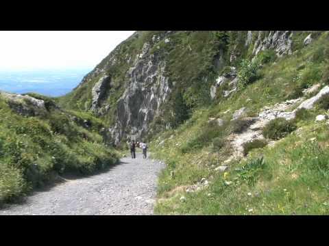 Le Puy de Dôme et autres volcans de la Chaîne des Puys.wmv
