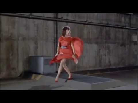 Kelly LeBrock e Gene Wilder in The Woman In Red 1984