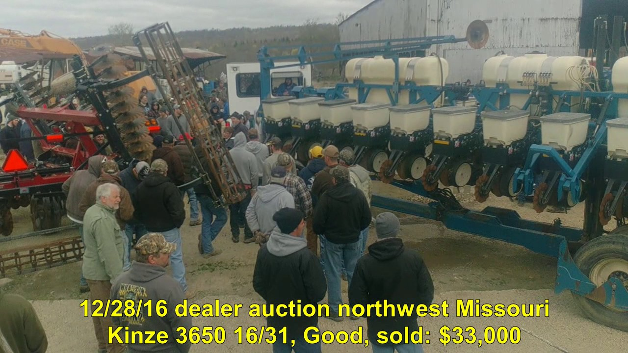 2005 Kinze 3650 16 31 Planter Sold On Pennsylvania Farm Auction
