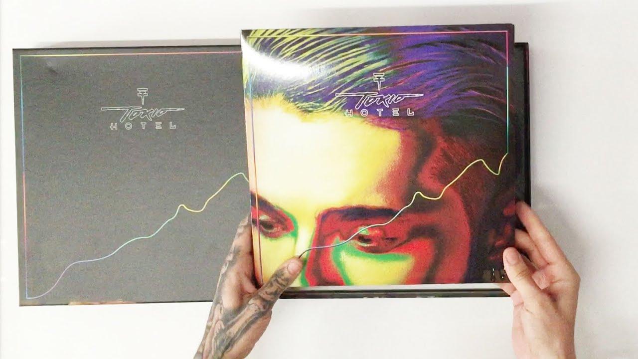 "Bill Kaulitz Unpacking ""kings Of Suburbia Super Deluxe"