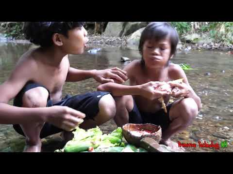 Primitive Technology - Eating delicious - Cacth and cooking fish