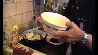 Видео-рецепт ТИРАМИСУ (Искусство итальянской кухни с Франческо № 9)(Нежнейший и один из самых известных итальянских блюд - ТИРАМИСУ. Порадуйте этим десертом себя и своих близк..., 2015-09-14T06:49:56.000Z)
