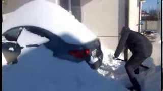 Раскопки машины The car is covered with snow Russia Rostov Don