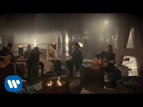 "Watch ""Maná - ""Mi Verdad"" a dueto con Shakira (Video Oficial)"" on YouTube"