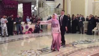 Певица Нюша танцует лезгинку