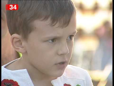 Днепропетровская школьница заставила плакать взрослых, прочитав стихотворение о войне