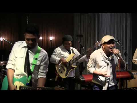 Tompi - Menghujam Jantungku @ Mostly Jazz 26/10/12 [HD]