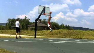 5'9'' White Boy Dunks :: 46 in. vertical :: 17 years old
