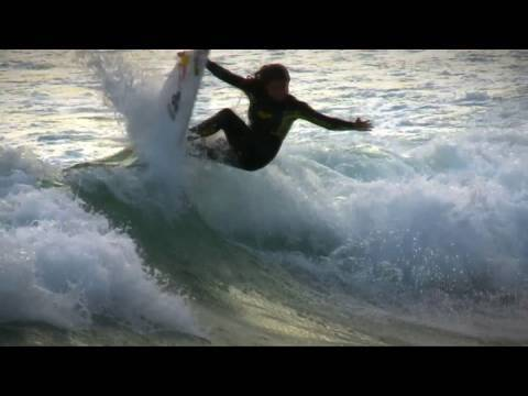 Red Bull girls only surf camp - new techniques