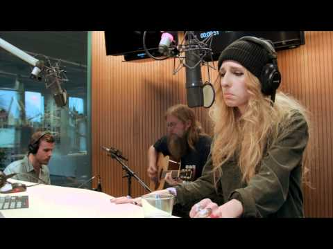 Kendra Morris - Concrete Waves - live and acoustic @ Broadcaststation