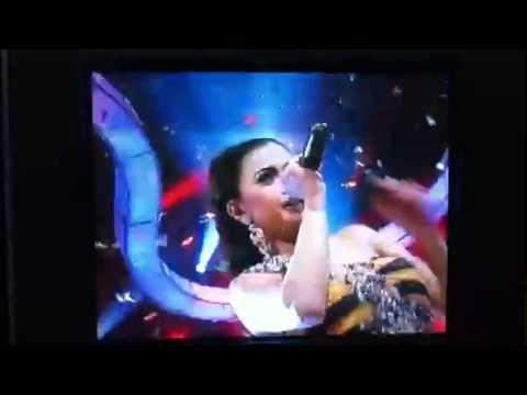 Nuri Melani 'TERJATUH' saat perform live TV