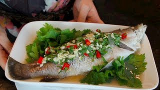 Steamed Fish w/ Lime | Pla Neung Manao--Hot Thai Kitchen! ปลากะพงนึ่งมะนาว