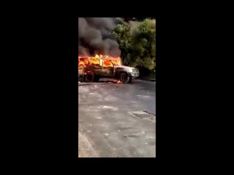 Queman otra lata (Tamqueta) en el paraíso caracas la gente no tiene miedo 05/07/2017