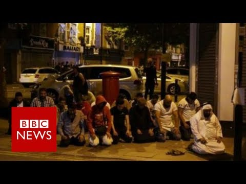 Finsbury Park Mosque: Man dies as van hits mosque crowd - BBC News