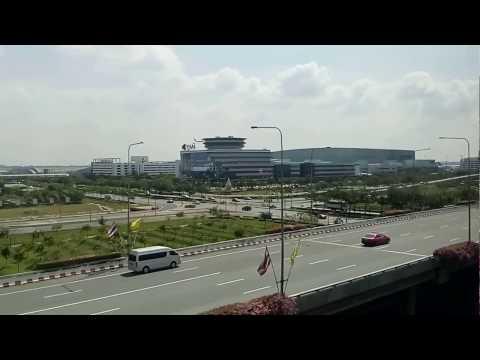 Naik Sky Train Ke Bandara Suvarnabhumi, Bangkok, Thailand
