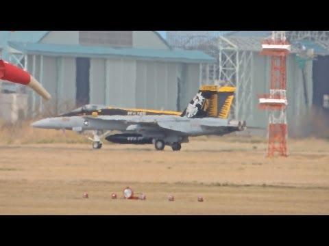 厚木基地の空-49 '13/3/20(VFA-27 CAG(新型)&HSC-12 #616 星3個付き)