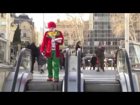 Грустный клоун-веселый клоун