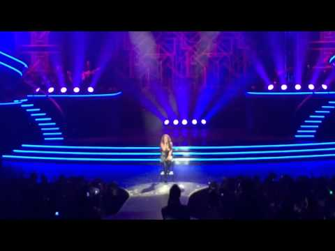 Britney Spears Performs Alien for the first time!
