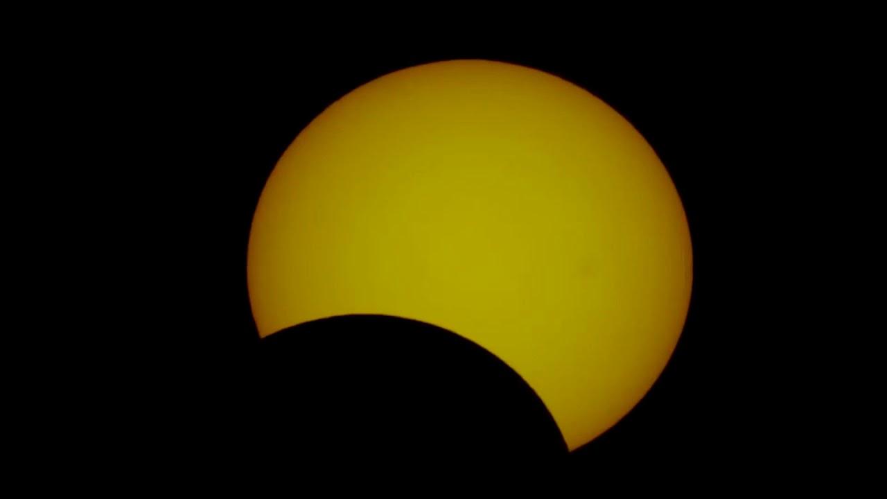 كسوف الشمس الحلقي يوم دبي برج خليفة - Annular solar eclipse today Dubai Burj Khalifa