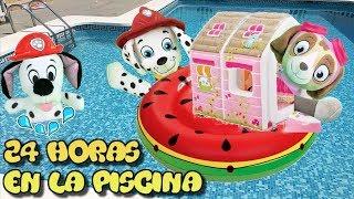24 horas en la piscina con juguetes paw patrol y los bebes de la patrulla canina en español.Video 1