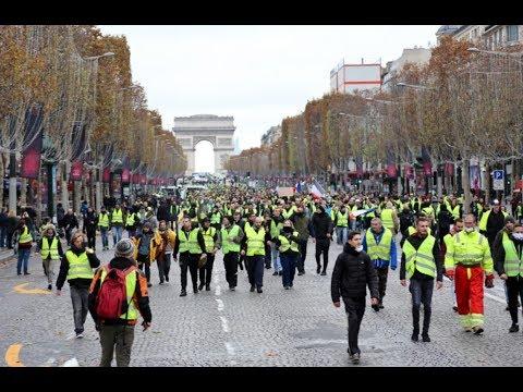 Paris : les Gilets jaunes s'emparent des Champs-Élysées