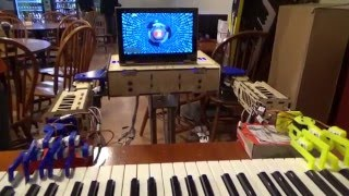 Gambar cover Robot Plays Piano