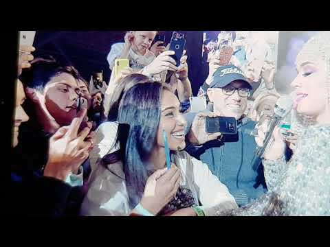 Katy Perry Abu Dhabi _ The Crowd's New Years Resolutions part1